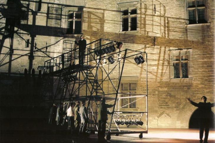 Scénographie : <strong>Chantal Thomas</strong> - Mise en scène : Laurent Pelly - Cour d