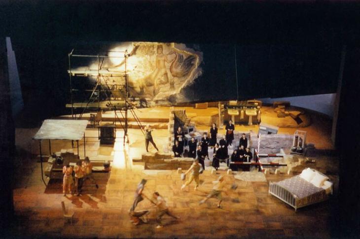 Scénographie : <strong>Chantal Thomas </strong>- Mise en scène : Laurent Pelly - Théâtre du Châtelet - 2000